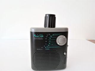 Curiosa radio en forma de cantimplora con linterna