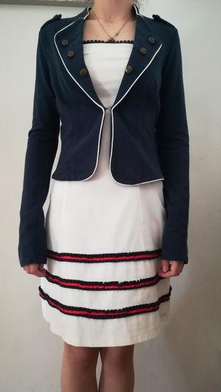 vestido palabra de honor y chaqueta