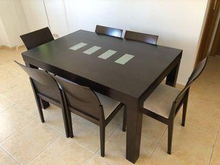 Mesa de salón con 6 sillas