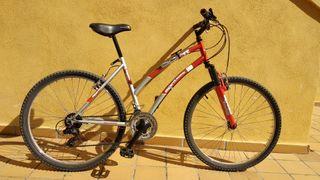 Bicicleta de montaña de mujer Boomerang Spirit