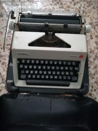 máquina de escribir antigua Olympia