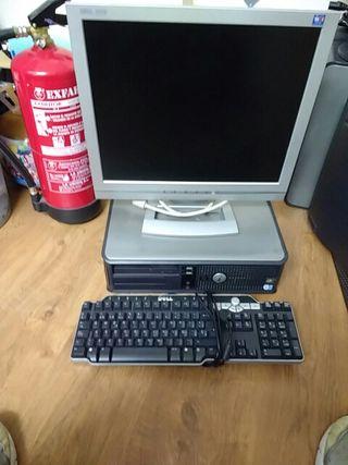 ordenador Dell con pantalla plana teclado y ratón