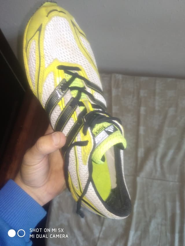 Zapatillas Adizero con clavos .