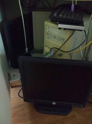ordenador antiguo con pantalla plana 14 pul