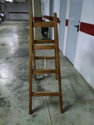 magnífica escalera de madera buena de 4 peldaños