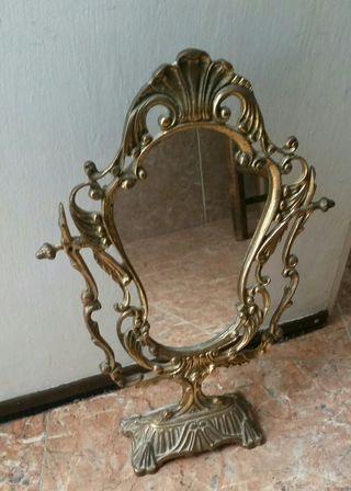 Espejo de bronce tocador