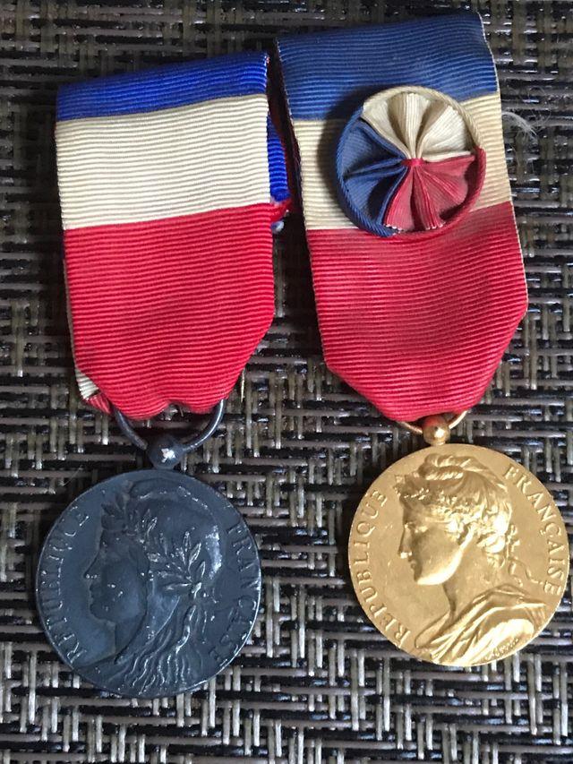 2 medallas francesas