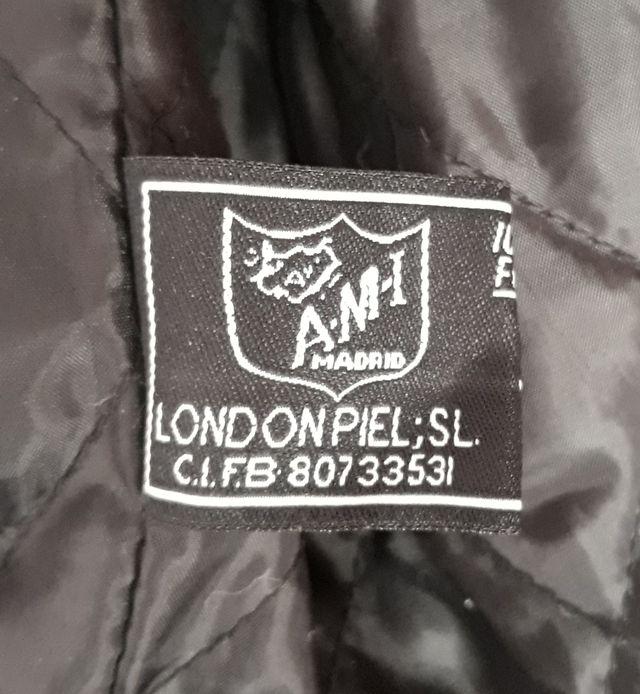 Chaqueta de cuero A.M.I. LONDON (Talla 48).
