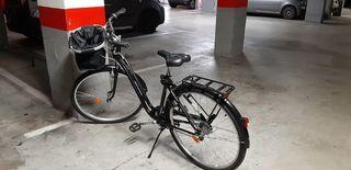 Bicicleta paseo mujer con cesta delantera.