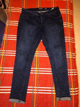 a3bdb5c08f Pantalones vaqueros Skinny de segunda mano en Málaga en WALLAPOP