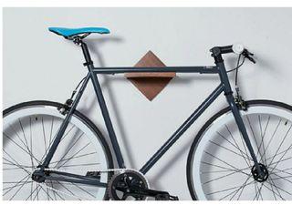 soporte de madera para colgar bicicleta carretera
