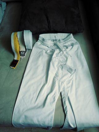 Karate pantalón y cinturones