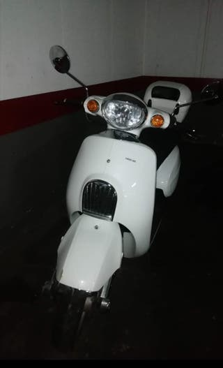 Motocicleta 125CC DAELIM BESBI