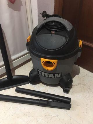 Aspiradora TITAN