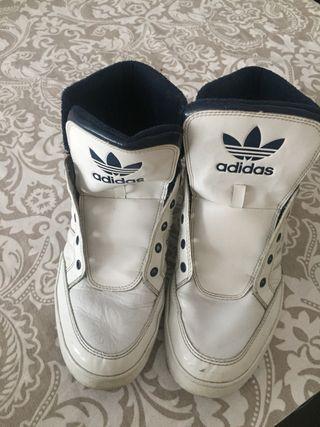 Zapatilla Adidas blancas de piel bota de chico