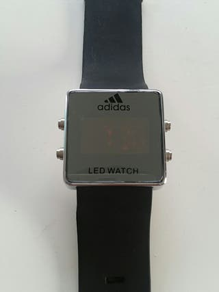 Reloj Adidas. espejo. digital. led.
