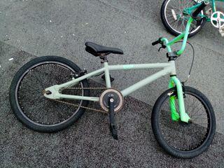 bicicleta de bmx.