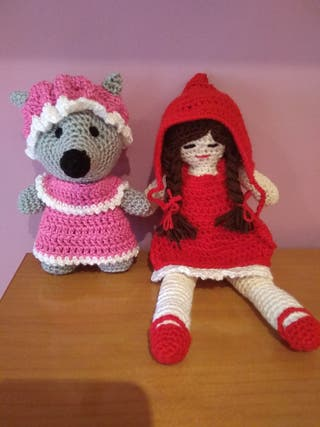 Caperucita Roja y el lobo/ abuelita
