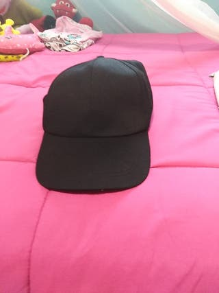 gorra negra Lisa