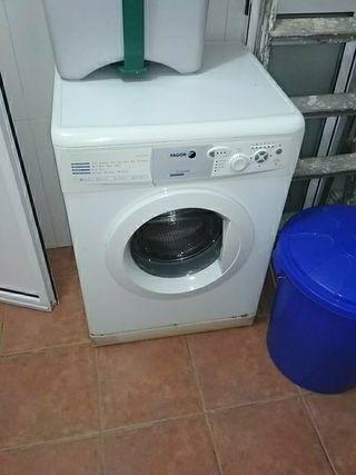 lavadora funcionando perfectamente