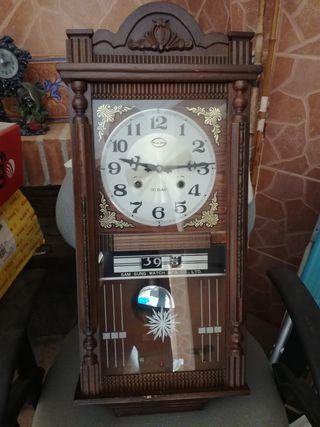 Reloj péndulo antiguo.