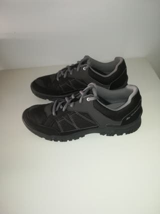zapatos de montaña y senderismo nuevos