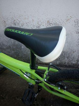Bici CANNONDALE, cuadro de aluminio.