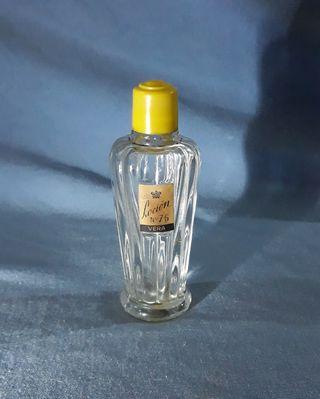 Frasco antiguo de perfume Vera