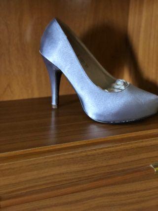 Zapato de tacón nuevo