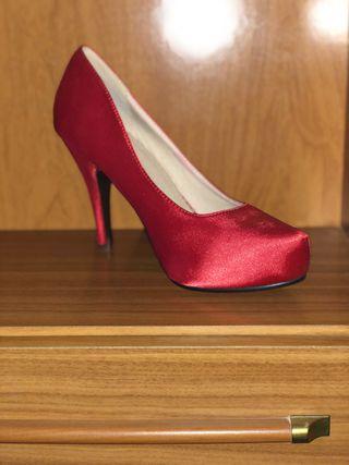 Zapato de tacón sin usar color rojo pasión