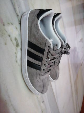 Zapatillas Adidas grises