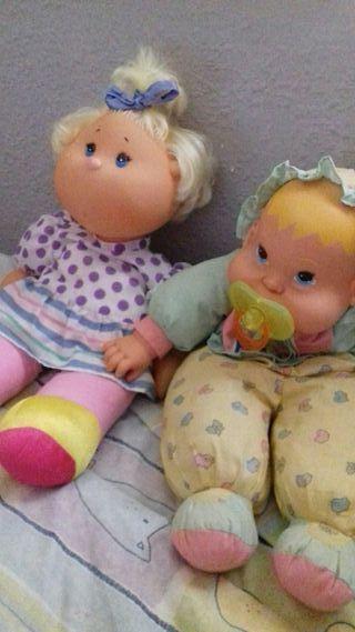 Dos muñecas antiguas