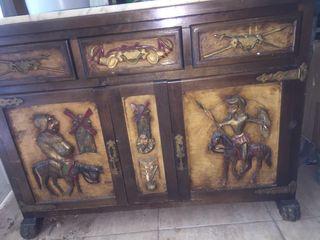 Mueble antiguo madera tallado a mano