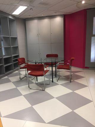 Local en alquiler con mobiliario de oficina