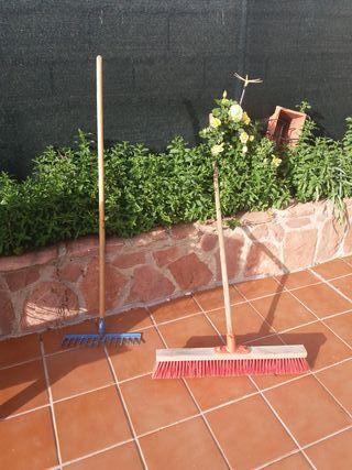 cepillo y rastrillo de jardin