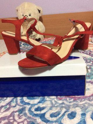 Zapatos de tacón rojo