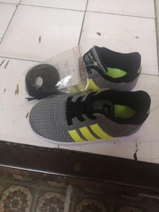 6231028de Zapatillas para niño de segunda mano en Oviedo en WALLAPOP