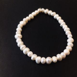 e9807e56fa8d Pulsera de perlas naturales de segunda mano en WALLAPOP