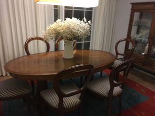 Mesa de comedor y sillas isabelinas