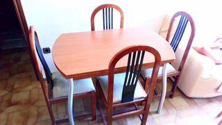 Mesa extensible y 6 sillas . Sólo hoy 9 de mayo.