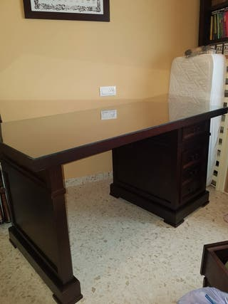 mesa de madera para despacho con cajonera
