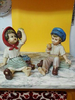 pareja de figuras biscuit pintadas