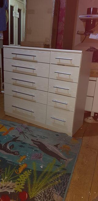 new white drawer set £140