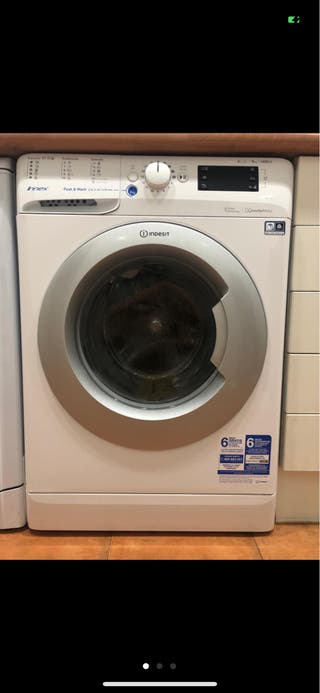 Se vende lavadora indesit casi nueva