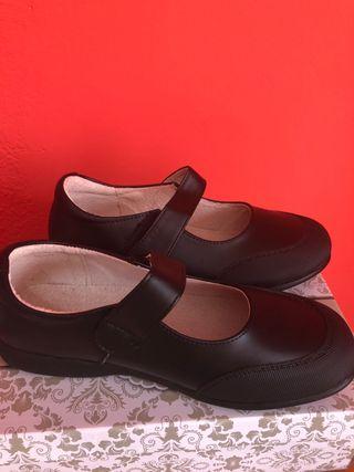 Zapatos Cole talla 35