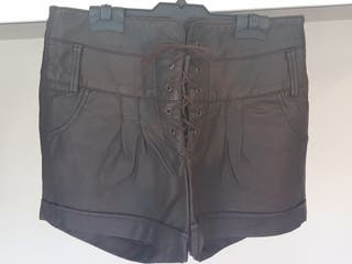 Pantalón corto polipiel / Marrón / 36