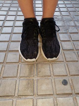 zapatillas marca Adidas NMD de niña talla 36