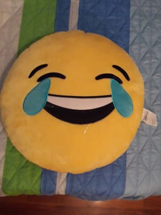 Cojín emoticono