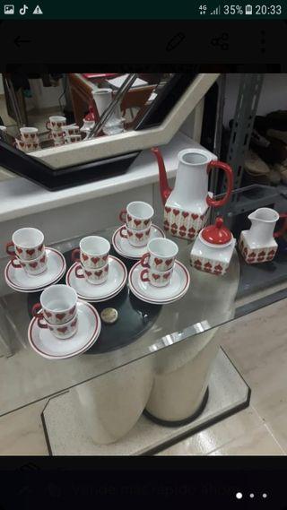 Conjunto de tazas, tetera y azucarero