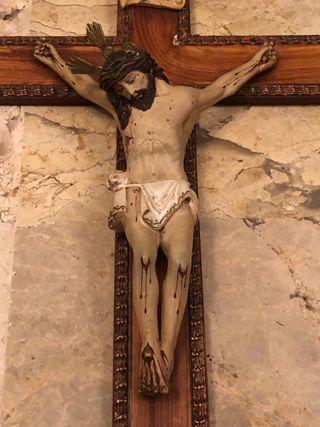 Crucifijo Cristo realizado en porcelana, 1907
